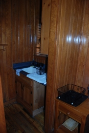 95cabin_kitchen