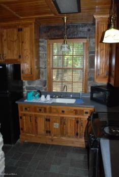 32cabin_kitchen