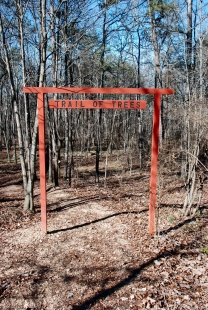 12trail_of_trees_entrance