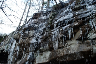 23icicles_on_bluff