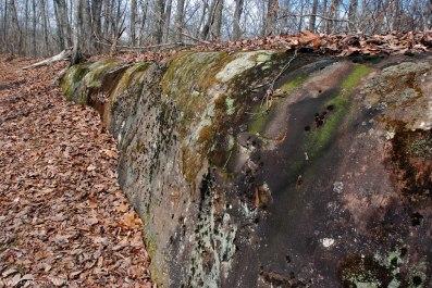 27rock_along_trail