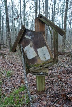 05delapidated_trail_sign